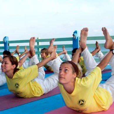 "<div style=""line-height: 1.3; color: #ffffff; font-family: catamaran;"">PLAN YOUR TTC !</br>Sivananda Yoga Teacher Training Courses Worldwide</div>"